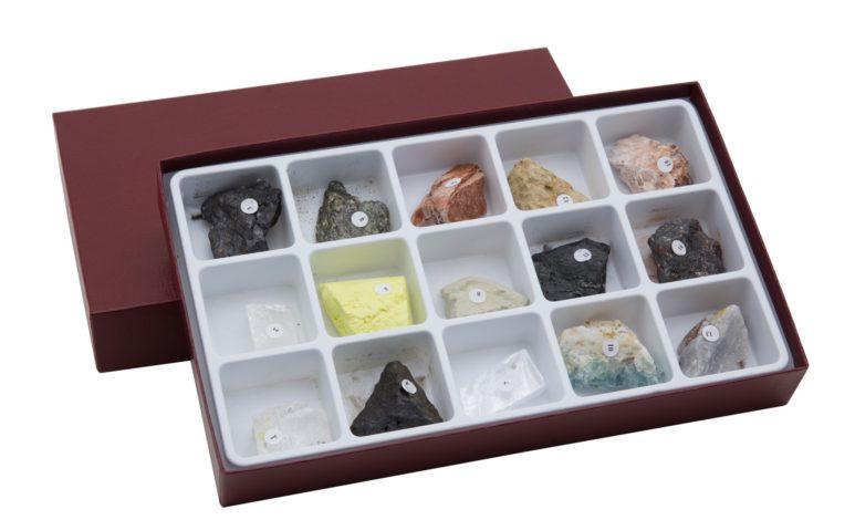 HS2335 Raccolta di 15 minerali con diverse proprietà